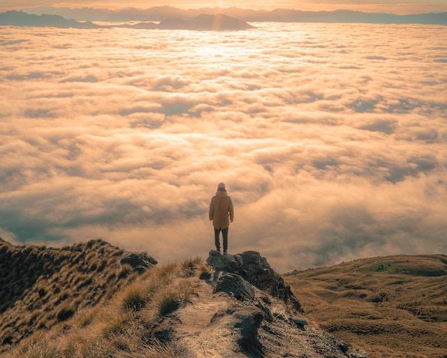 雲海に立つ人