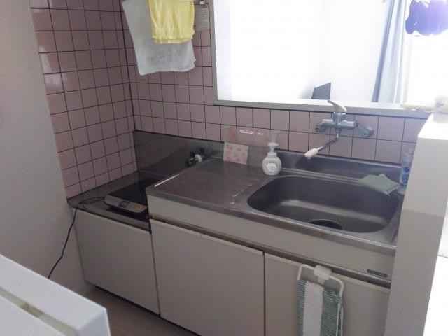 アパートの狭いキッチン