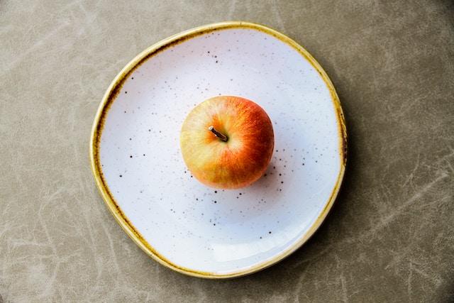 お皿にのったりんご