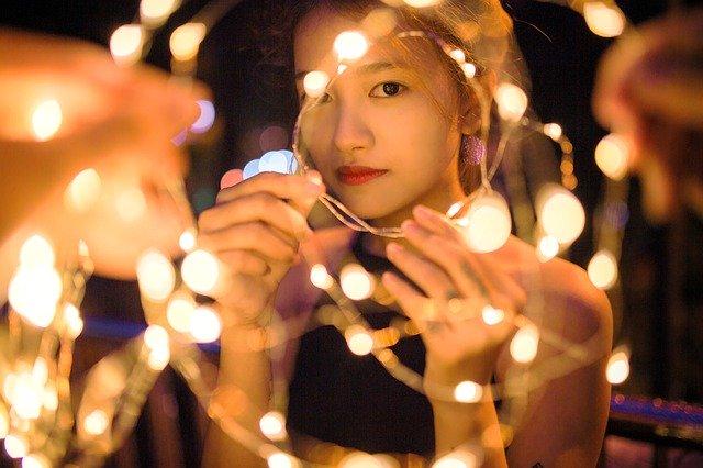 光の中の女の子