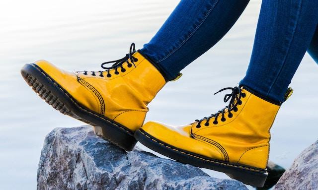 黄色いドクターマーチン