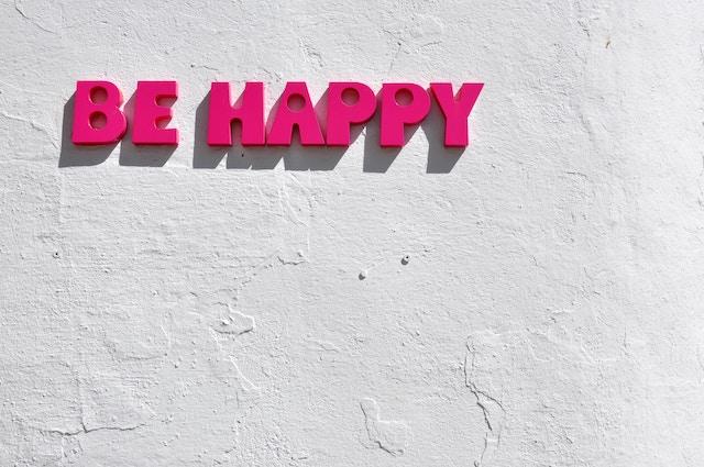 be Happy の文字